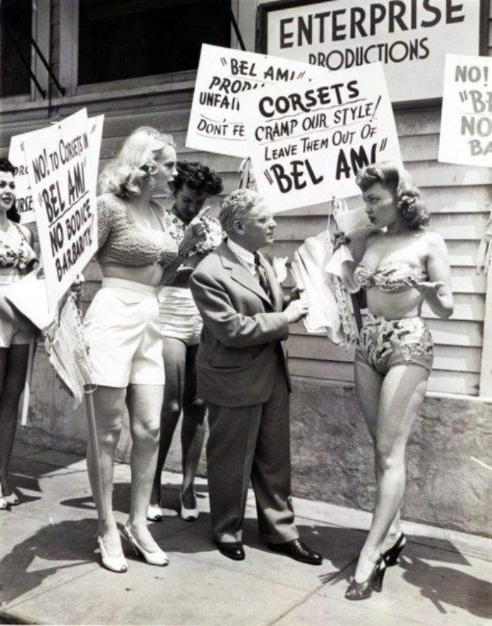Актрисы протестуют