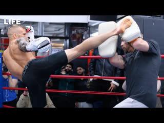 Бойцы UFC на открытой тренировке в Москве