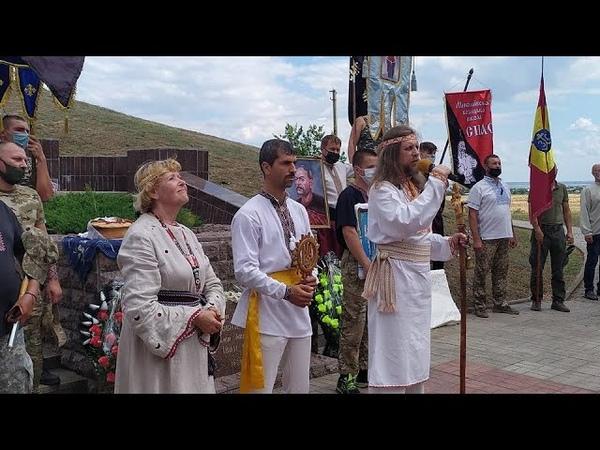 Благословіння козацтва біля могили Івана Сірка