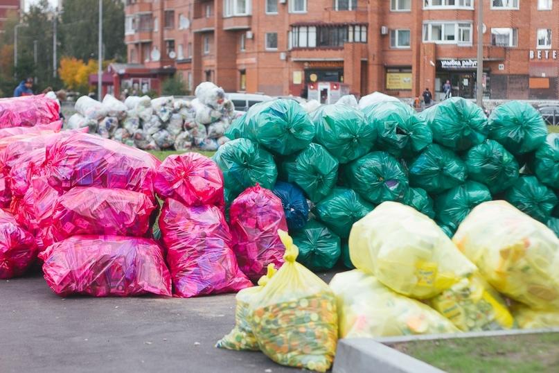 Мешки с раздельно собранным вторсырьём на акции «РазДельного Сбора». Фото: Анастасия Кувшинова / «РазДельный Сбор»