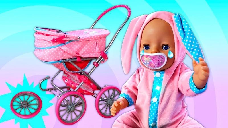 Der Kinderwagen der Baby Born Puppe ist kaputt. Spielzeug Video für Kinder.