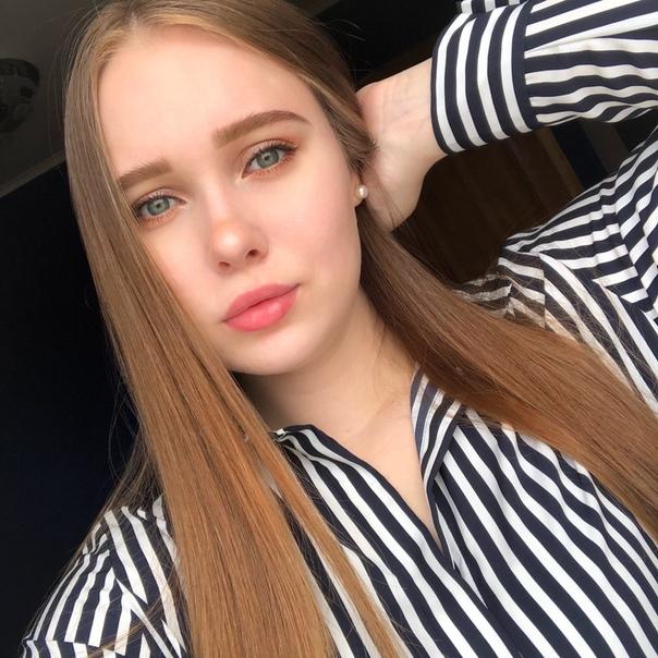 Алина кошелева привлекательная девушка на работе