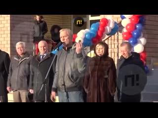 В Нижегородской области депутат Госдумы подарил баночку вазелина главе района на открытии школы