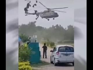 Вертолет Ми-8 задел тент (Индия)
