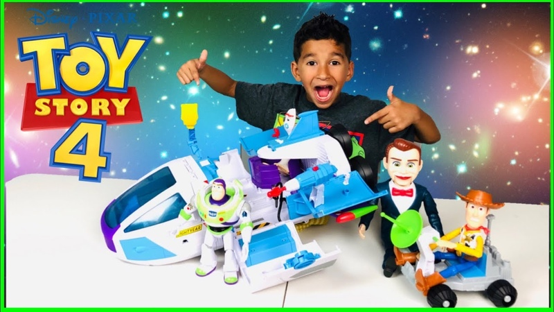 TOY STORY 4 BUZZ LIGHTYEAR Star Command Spaceship! Benson Traps Forky!