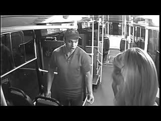 Полиция Петербурга все еще ищет неадекватного пассажира