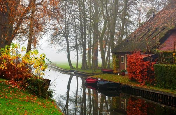 Городок Гитхорн, расположенный в Нидерландах, называют голландской Венецией