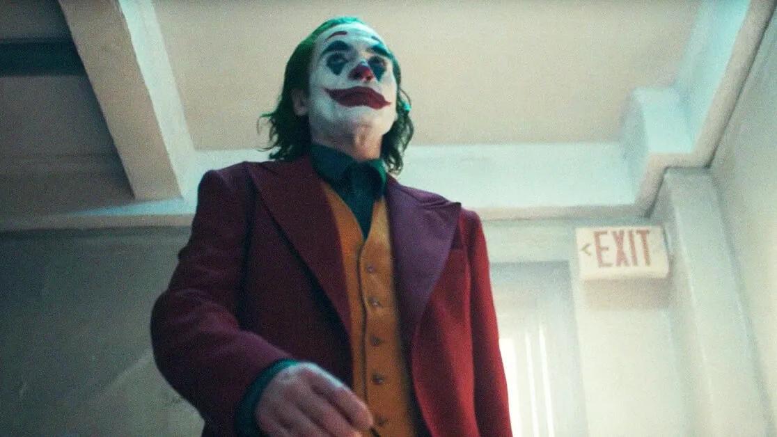 Вооруженный топором мужчина в маске Джокера ворвался в школу