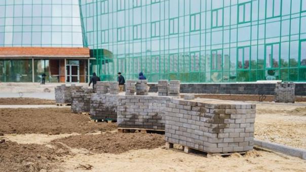 ФСБ проводит проверку больницы-долгостроя в ЮгреВ ...