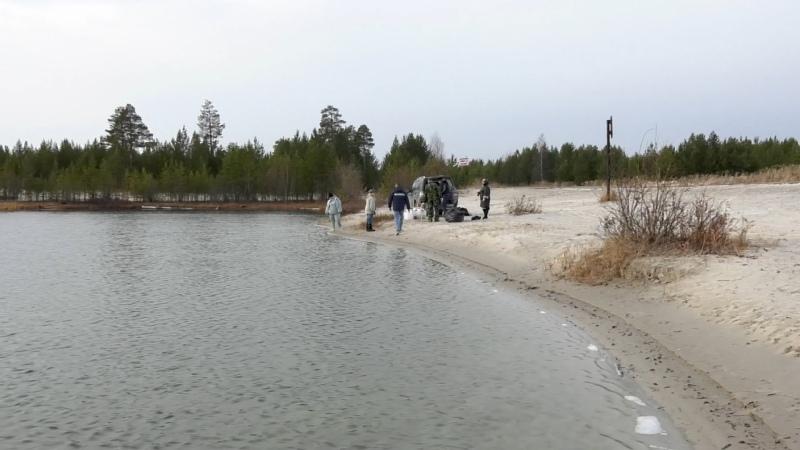 211025 Радужнинские активисты провели очередную экологическую акцию по зарыблению озер