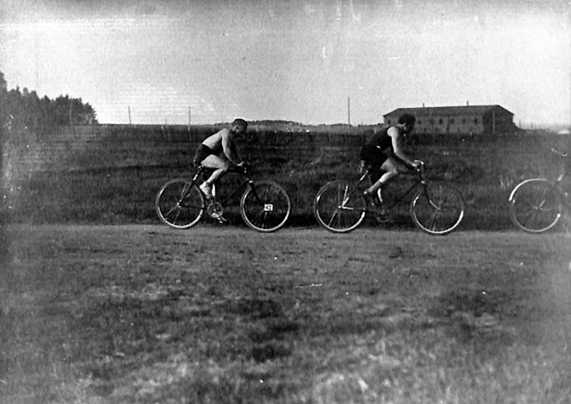 Велосипедные соревнования на ипподроме г. Вятки. 1926 г.