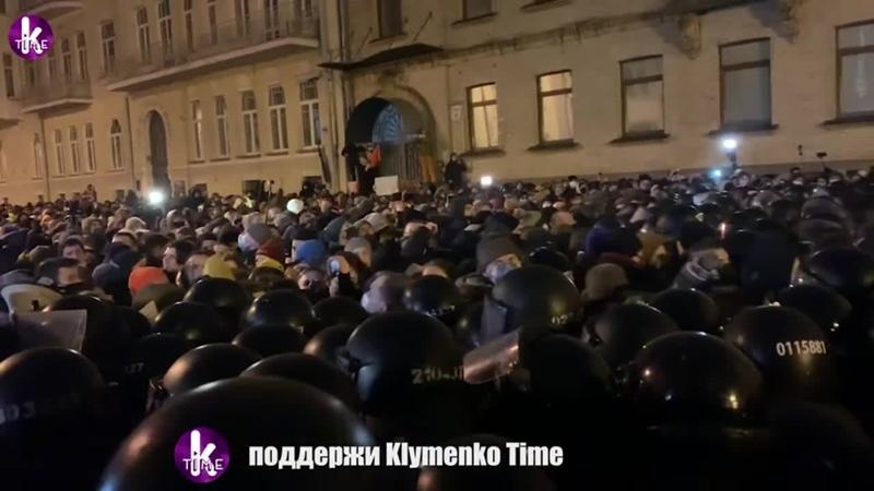 Бойня под окнами Зеленского Порошенко проплатил массовку Стерненко