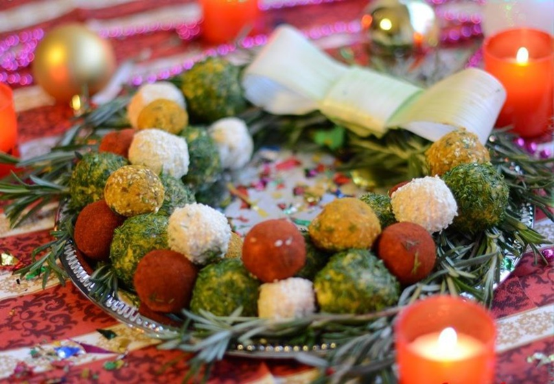 Закуска «Рождественский венок» из 4х видов вкусных шариков)
