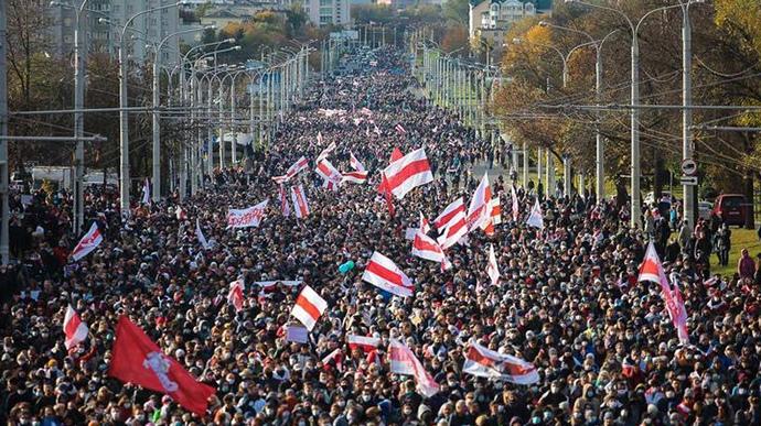 Представитель Беларуси в ООН: 100, максимум 200 человек протестующих на двухмилл...