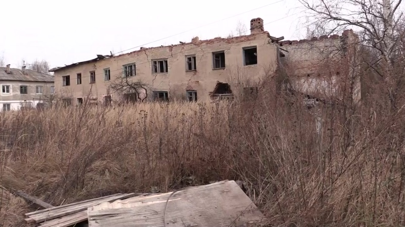 В Гусь Хрустальном люди планируют заселиться в дом без крыши и несущей стены 2020 11 17 mp4