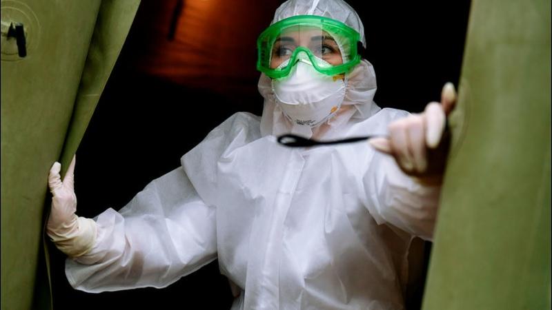 Российский вирусолог заявил о естественном отборе людей при коронавирусе