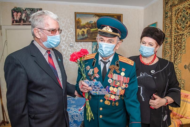 Андрей Иванов поздравил Одинцовских ветеранов с Днем защитника Отечества: подари...