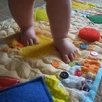Массажный коврик для малыша: польза и коллекция идей