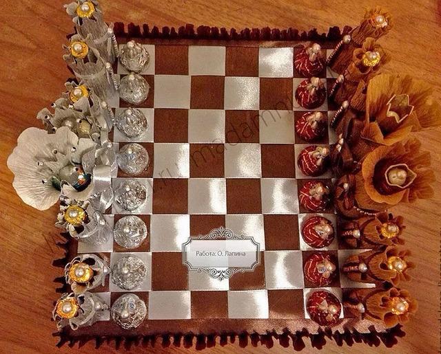 Как сделать шахматы из конфет своими руками мастер-класс, Как сделать спортивные снарялы из конфет своими руками мастер-класс,
