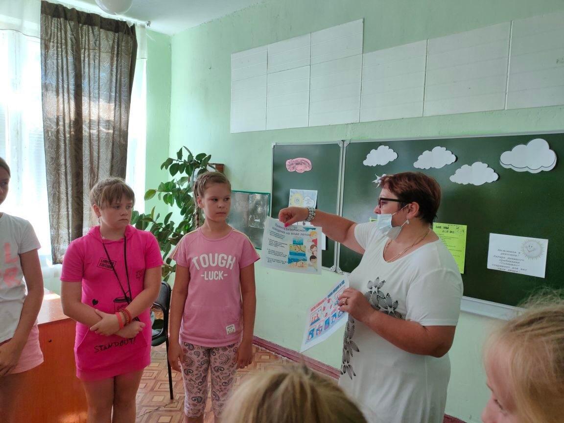 Библиотекари Петровского района поддержали Всероссийскую акцию «Безопасность детства»