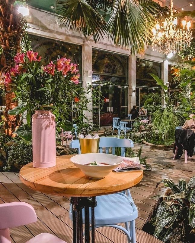 Подборка уютных кафе Петербурга с летним настроением