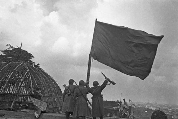 Владимир Маков: кто на самом деле первым водрузил красное знамя над Рейстагом