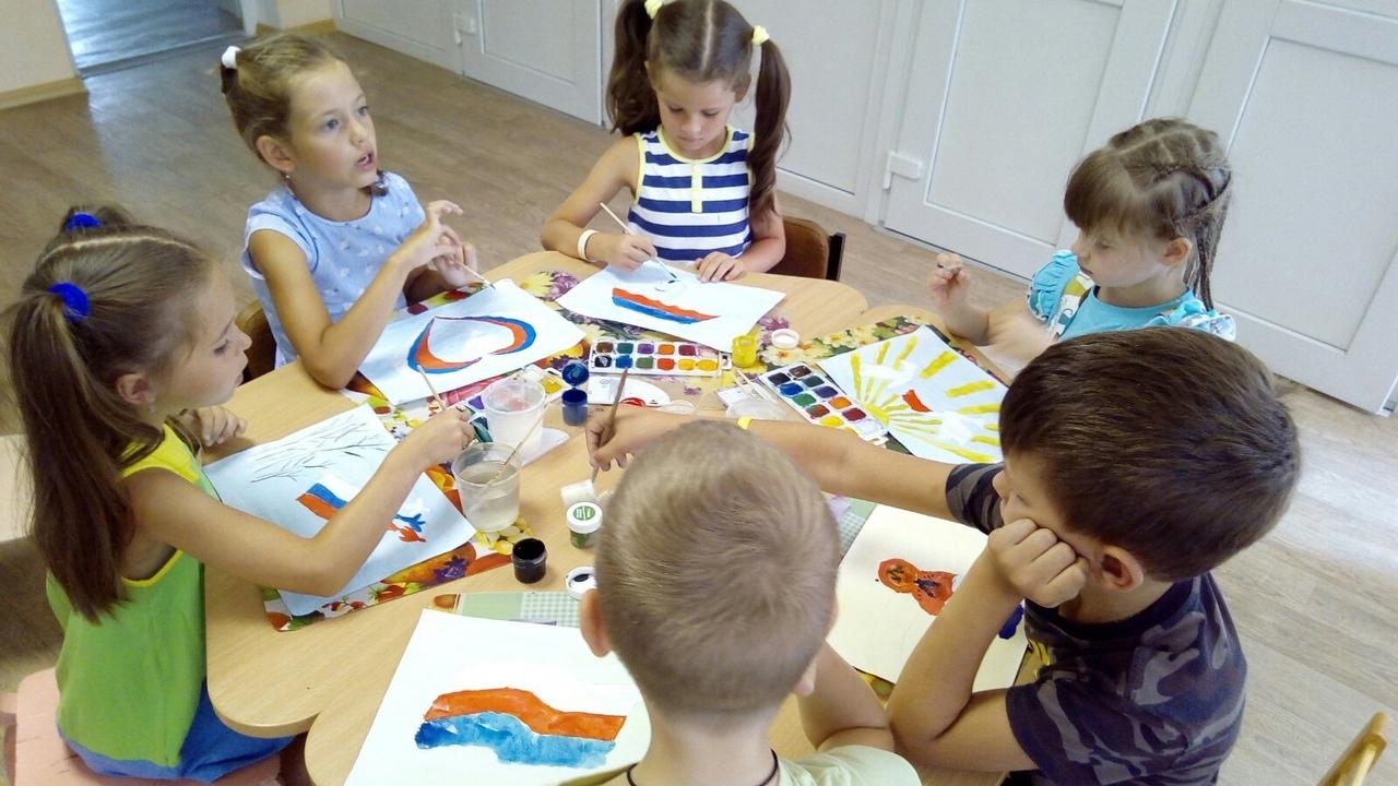 В детских садах Донецка отметили День флага России