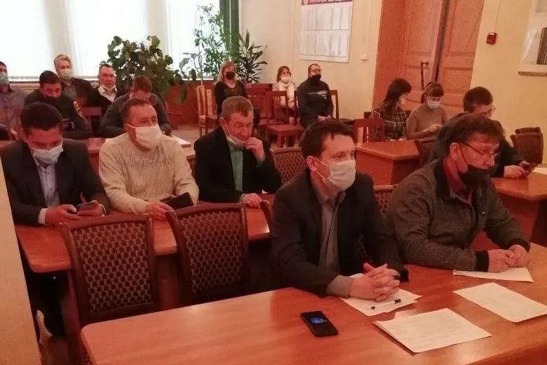 На заседании комиссии по предупреждению и ликвидации чрезвычайных ситуаций обсудили вопросы безопасности и жизнеобеспечения