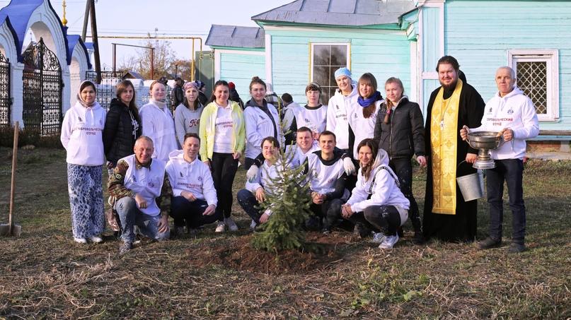 Волонтеры добровольческого отряда кинокомпании «Союз Маринс Групп» приняли участие в подготовке одного из старейших храмов к юбилею