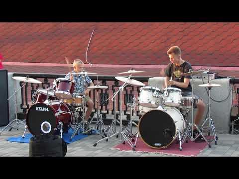Bon Jovi It's My Life Drum Cover Street drummer Daniel and Ilya Varfolomeyev