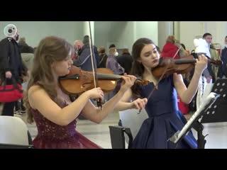 """Регистрация пассажиров под музыку Бетховена. Зачем в аэропорт """"Толмачёво"""" приехал оркестр?"""
