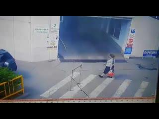 Жесткое ДТП на выезде с парковки