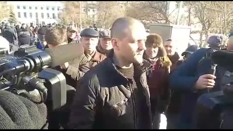 ПЕРЕСЫЛАЙТЕ чтобы ЛЮДИ знали ПРАВДУ Полиция и ОМОН отказались выгонять протестующих забрикадировшихся в здании мэрии в город