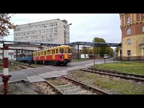 Контактно Аккумуляторный Электровоз ЭКА 002 с грузовым вагонов в Электродепо Автово