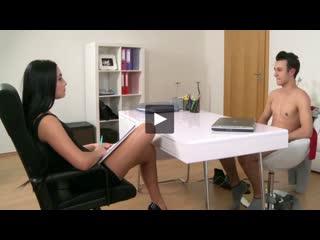 Красивые девушки-агенты трахаются с парнями на чешской студии [porno hd porn сиськ порн трах ебут трахаю девочк молод ебл пизда
